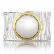 Ceil's Freshwater Pearl Etched Wide Band Fashion Ring