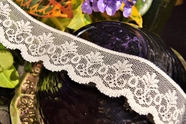 "1 1/4"" Natural Scalloped Lace Trim #lace-77"