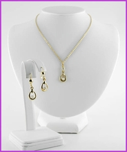 Freshwater Pearl Necklace & Earrings Set