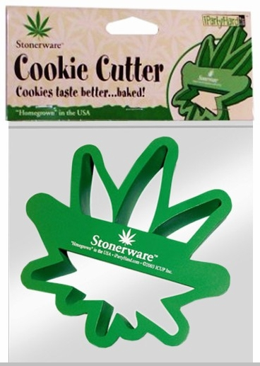 Stonerware Brand Pot Leaf Cookie Cutter :: Makes Pot leaf Shaped Cookies<!-- Click to Enlarge-->