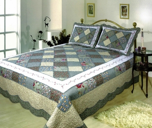 Ahsley handmade quilt with striking white border super king size 118 x 102 Brand Elegant Decor