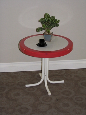 Metal Retro Round Table with Red Coral Border by 4D Concepts