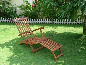 Outdoor Wood Steamer Lounge by Vifah