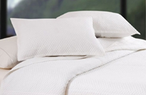Oversized Queen Quilt Set - White Houndstooth Style Luxury Bed Brand C&F