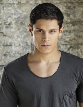 ALEX MERAZ OF THE TWILIGHT SAGA: NEW MOON BURSTS INTO CHICAGO COMIC-CON