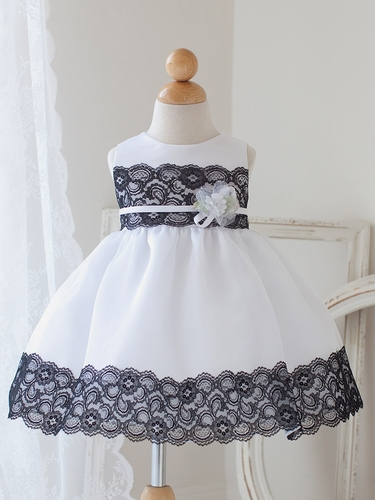 White & Black Dress w/ Lace Detailing & Flower