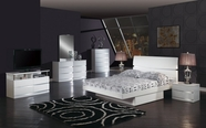 Global Furniture AURORA-WH-QB-DR-MR White-Glossy Bedroom Set