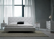 VIG Furniture VGKCMONTEWHT Monte Carlo White-Leatherette-Modern-Bed-with-Crystals-Dresser-Mirror Bedroom Set