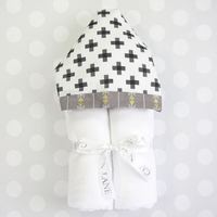 BLACK & WHITE AZTEC HOODED TOWEL