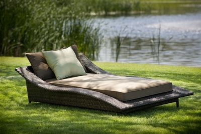 The Calle Collection All Weather Wicker Patio Furniture Chaise Lounge