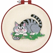Dimensions Learn a Craft Beginners Needlepoint Kit - A Cat And A Mouse