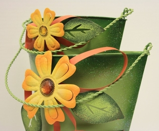 http://ep.yimg.com/ay/yhst-132146841436290/green-metal-flower-buckets-set-of-2-clearance-3.jpg