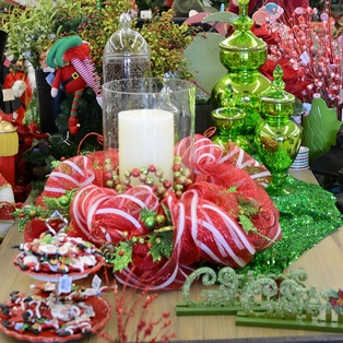 Red and Green Tablescape
