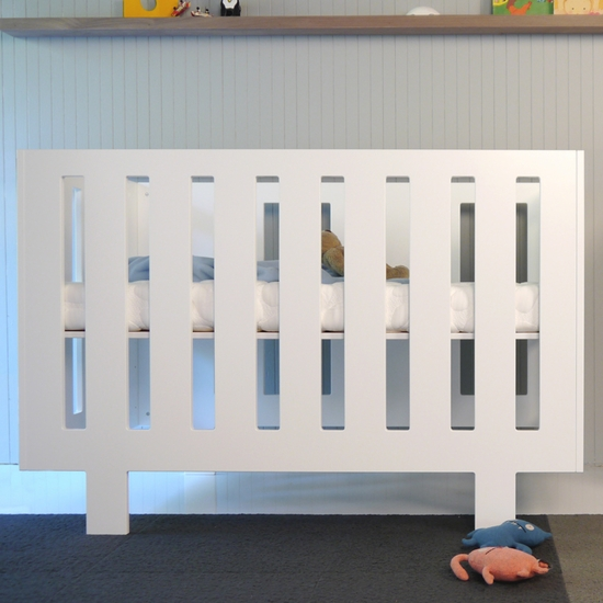 Eicho White Convertible Crib by Spot On Square