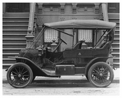 Upclose view of a classic car outside 1704  Lexington Avenue & 107th Street 1911 - Upper East Side, Manhattan - NYC