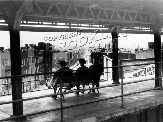 Wyckoff Avenue station on Myrtle Avenue elevated, 1959