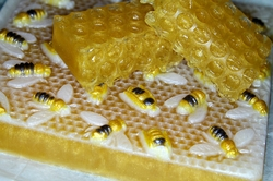 Honey Bee (Acne Killing Properties)