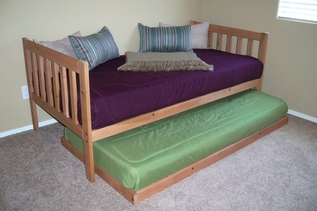 Mission Daybed with Trundle (Toasted Pecan)