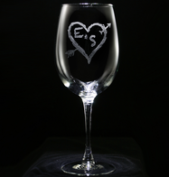 Arrow and Heart Lovers Engraved Wine Glass