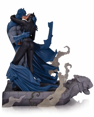 Batman: Hush Batman and Catwoman Kiss Statue