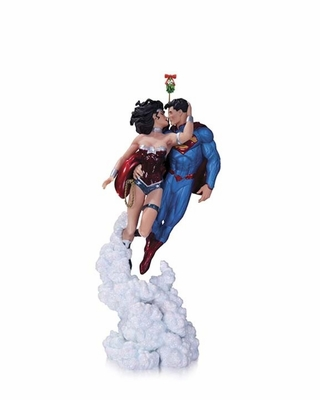 Superman and Wonder Woman Holiday Kiss Mini Statue