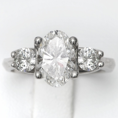 14kt Classic Style Ring With 2.20Ctw E- SI1 Oval Diamond