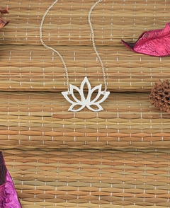 Blosommed flower necklace