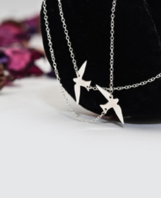 Flying away necklace