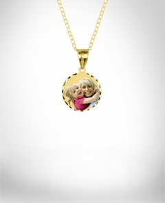 Color Small Round Portrait Pendant with Dia Cut