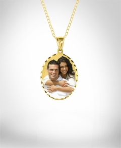 Oval Shaped Color Portrait Pendant with Dia Cut