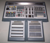 USED LIGHTING CONTROLLERS AND CONSOLES