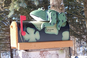 ANIMALS - Frog Woodendippity Mailbox