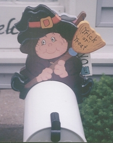 HOLIDAYS - Witch Mailbox Topper