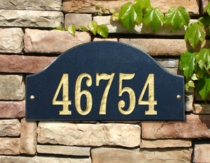 Ridgecrest Arch Solid Granite Address Plaque with Engraved Text - Black Stone Color
