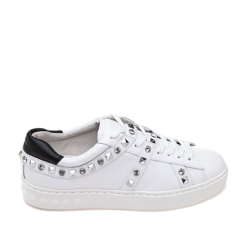 Play WHite Leather Sneaker