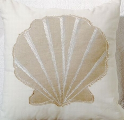 Coastal Pillow White Sands Clamshell