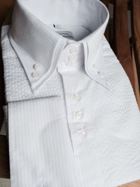 This stylish point collar shirt features a flattering Extreme Slim Fit, and a cotton blend fabric with a touch of stretch for a comfortable, perfect fit.