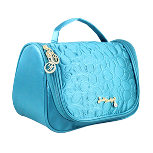 Retro Chic Travel Bag with Hanger Turquoise