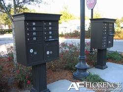 Forest Green Cluster Box Unit with Crown Cap and Pillar Pedestal accessories - 13 compartment