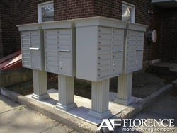 White Cluster Box Unit with Crown Cap and Pillar Pedestal accessories - 16 compartment