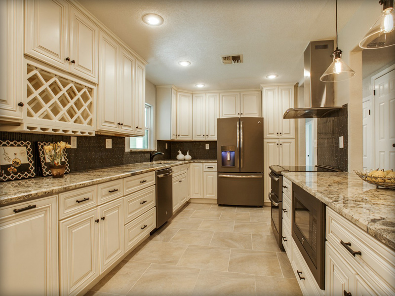 Dakota White Rta Kitchen Cabinets: Charleston Antique White Kitchen Cabinets