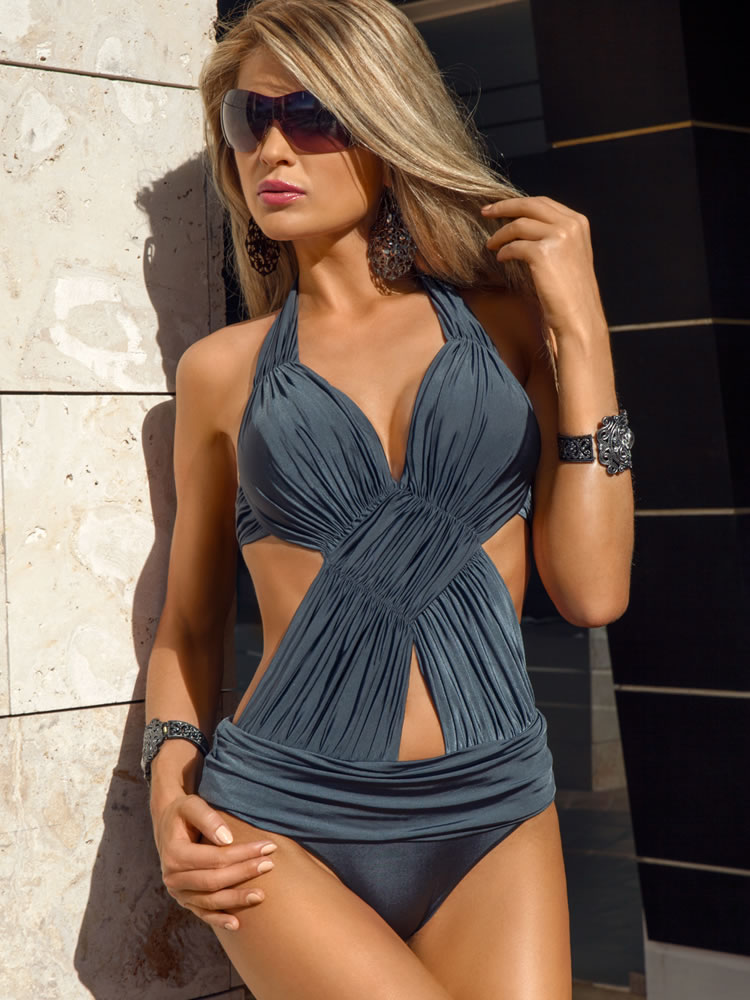 Monokini 2014: A Fun Twist on Swimwear Style