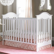 Fisher Price Charlotte Traditional Crib in Snow White