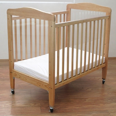 La Baby Compact Wooden Window Crib With Mirror Panel In