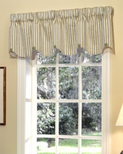Elise (Blue / Green) Scalloped Button Valance