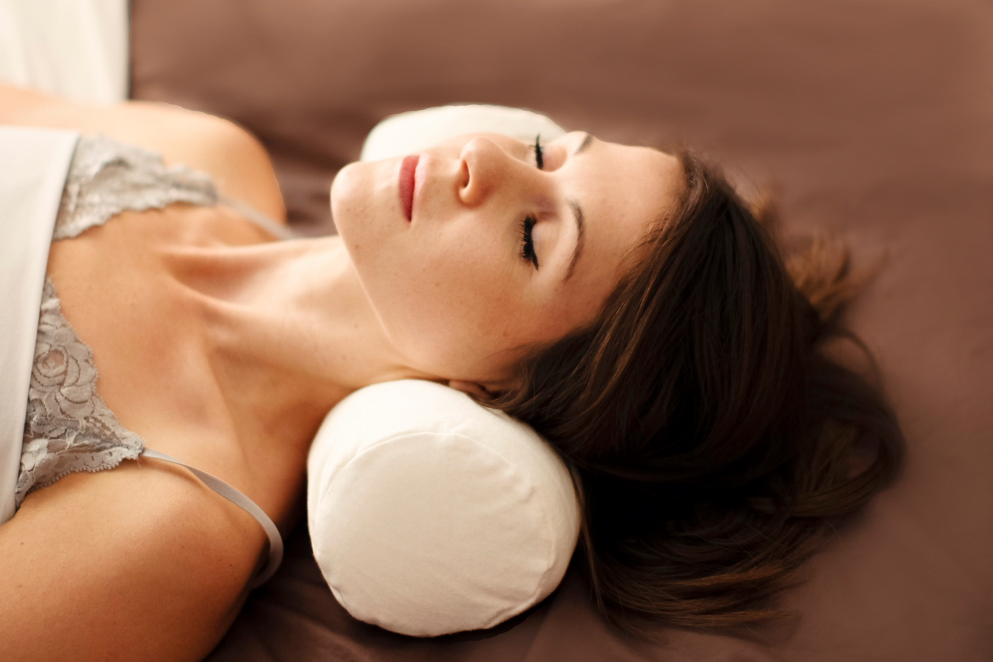 Memory Foam Neck Roll Pillow To Aid Neck Pain Relief