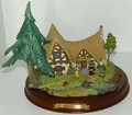 Disney Enchanted Places Snow White and the Seven Dwarfs 2 Miniatures Figurines & Cottage
