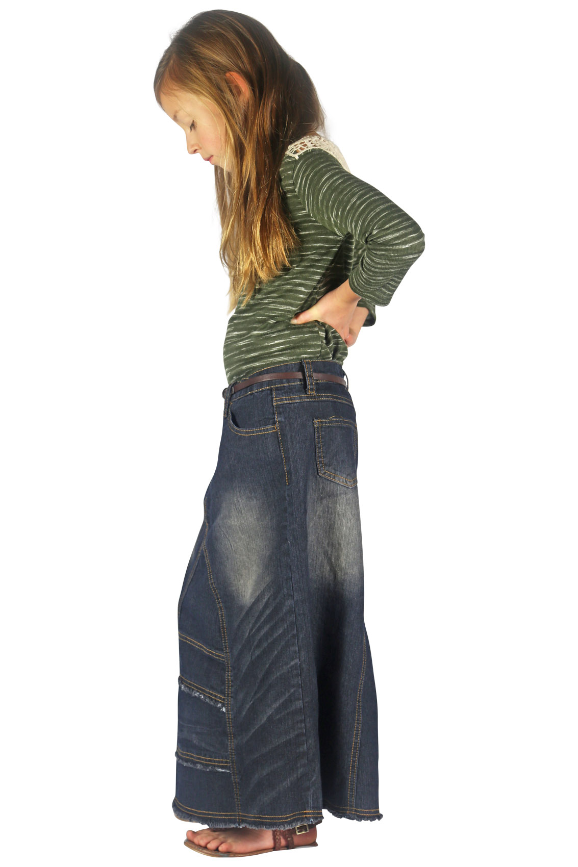 Pant leg styles in girls' jeans. Pant legs have become like an artist's canvas, and girls' jeans offer a variety of styles, including distressed, embroidered, studded, and more. It's easy to get excited about the decorative aspects of jeans, but comfort is important, too.