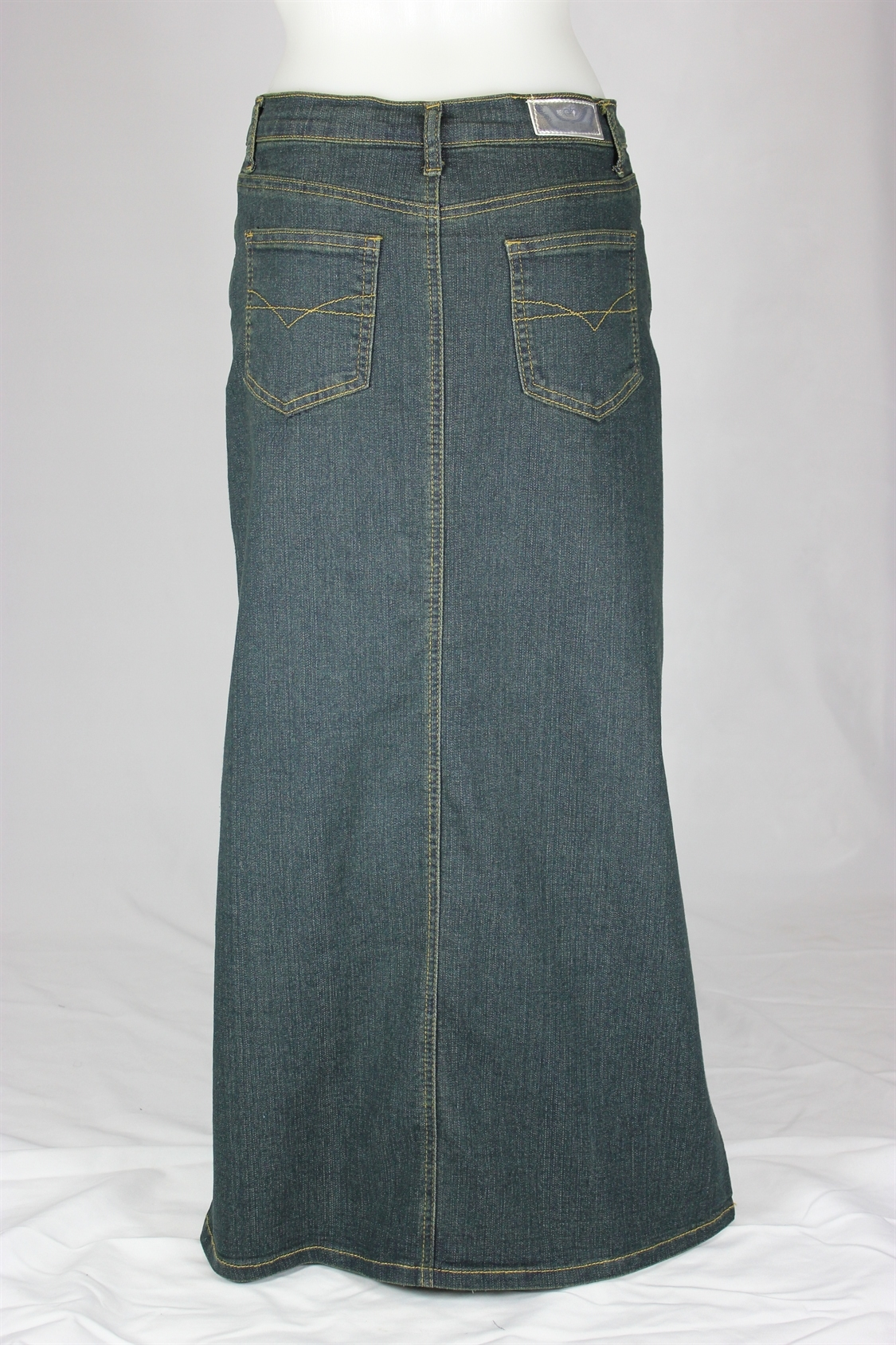 The Straight Denim Skirt is an easy piece to wear and style back with your favourite T-shirt or sweater. Made from % cotton, this staple item is durable and lightweight. The front waistline features an Elk logo tack button, zip and small darts to add a touch of volume for comfort.