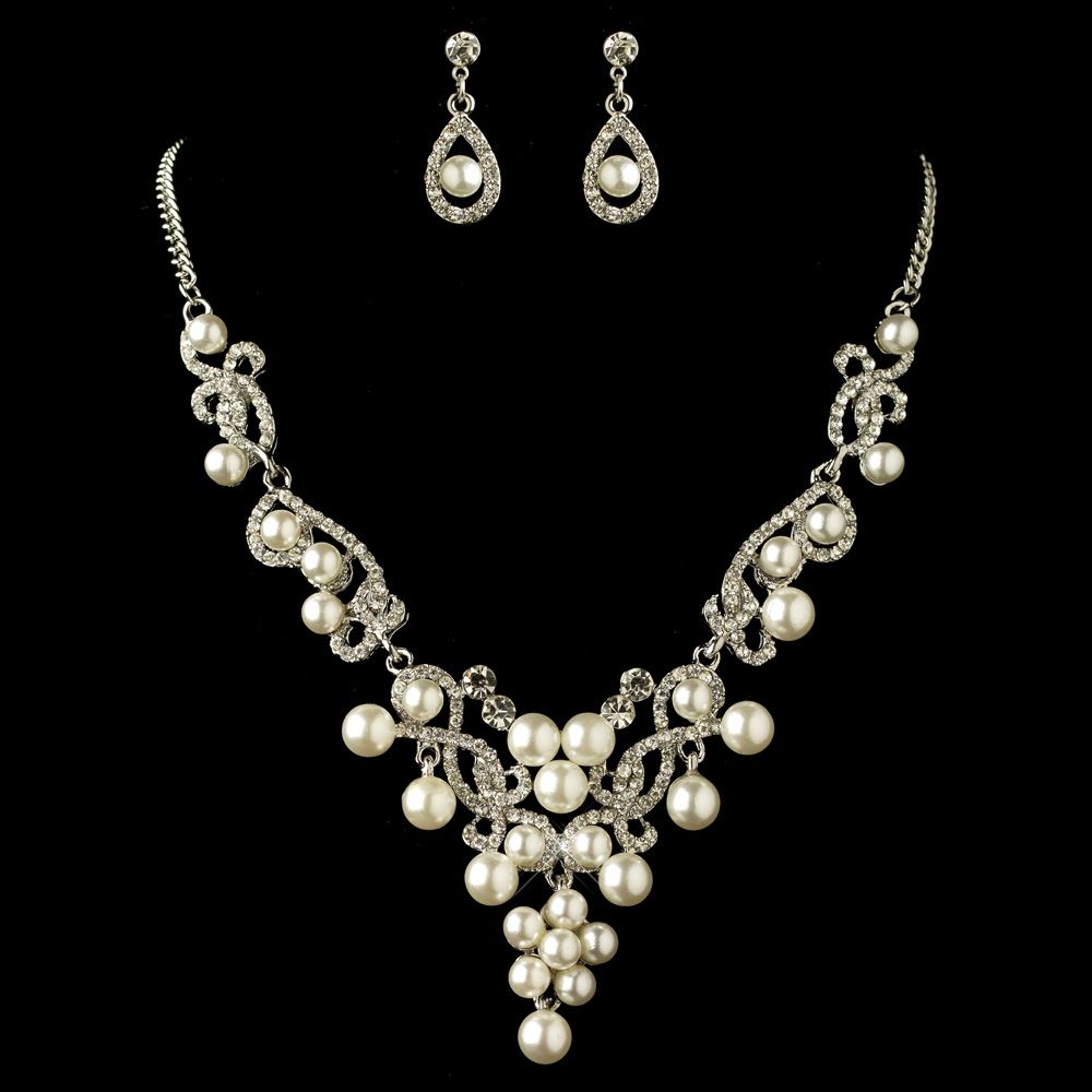 A very nice pearl necklace and earring set. It is 17 1/2 inches long with 72 pearls and a real neat gold clasp. The earrings are a little bigger and are also real nice with loadingtag.ga: $